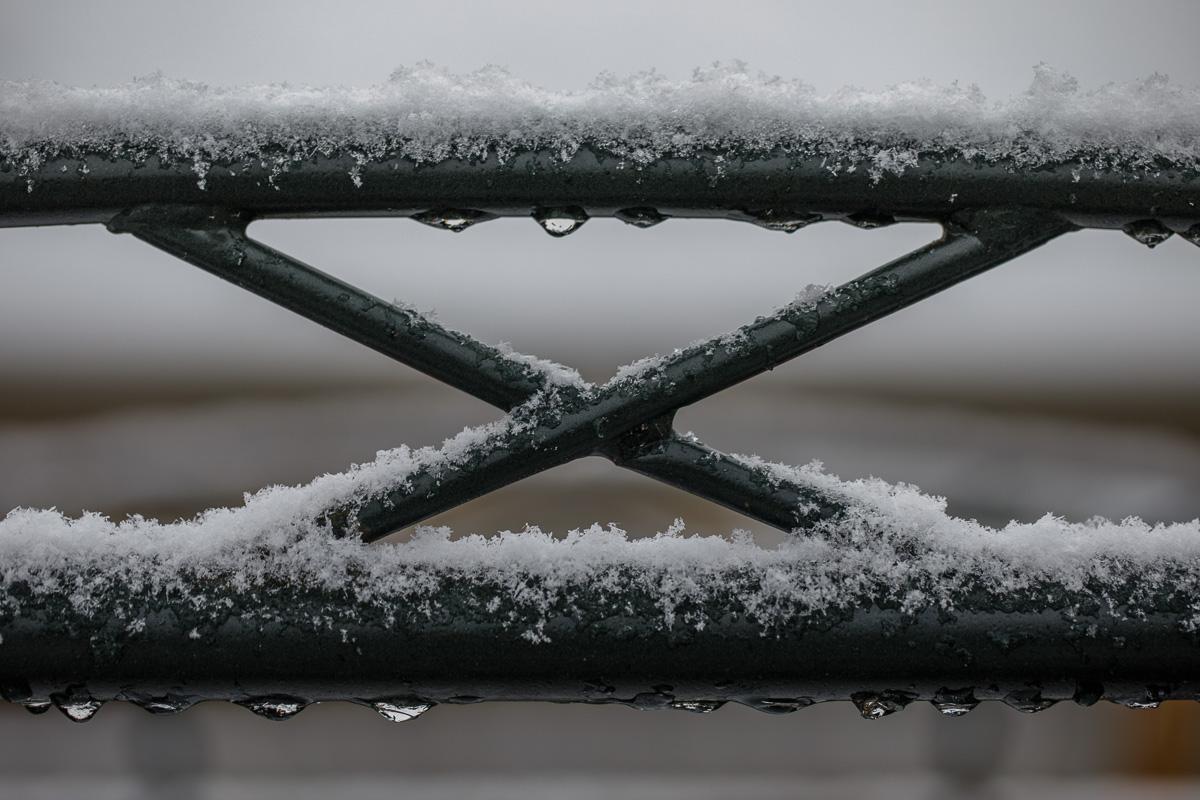 IMAGE: http://www.lj3.com/5d4/snow_4.jpg