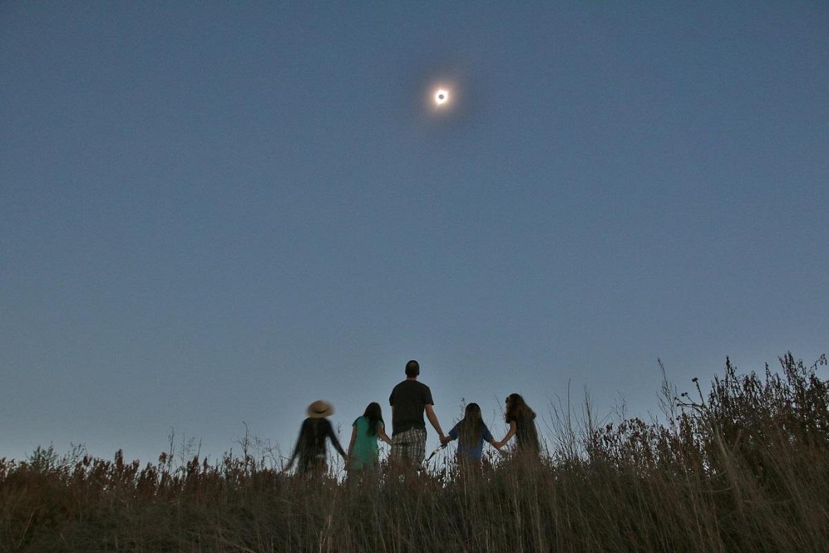IMAGE: http://www.lj3.com/misc/eclipse_family.jpg